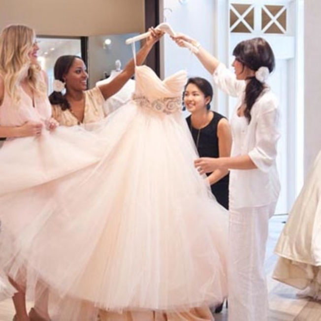 Wedding Dress Shopping Etiquette Rules Every Bride Should Follow In Elegant Wedding Dress Shopping Dt3
