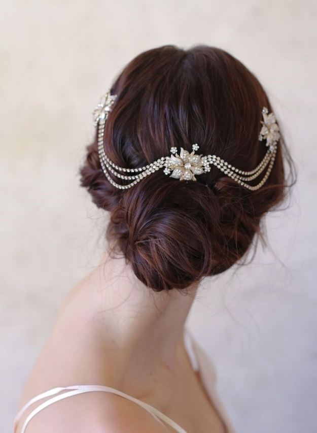 25 Perfect Hair Accessories For A Vintage Bride | Brides, Grooms Intended For Elegant Vintage Wedding Hair Piece Dt3