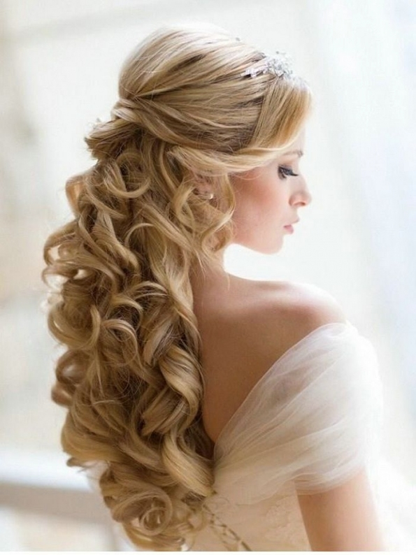 35 Elegant Wedding Hairstyles For Medium Hair   Haircuts Pertaining To Luxury Wedding Hair For Medium Hair Dt3