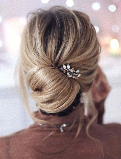 25 Chic Bridesmaids' Hairstyles For Medium Length Hair   Weddingomania Throughout Best Of Wedding Updos For Shoulder Length Hair Sf8