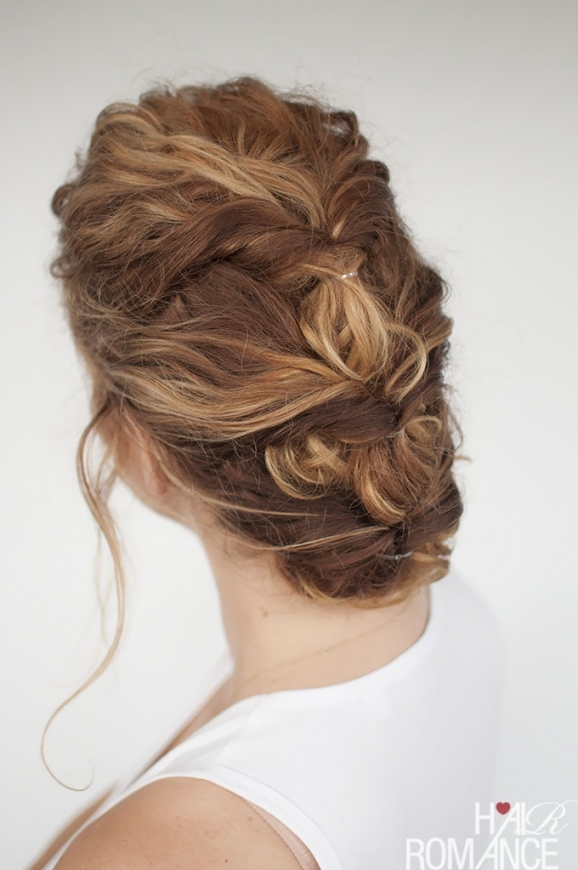 33 Modern Curly Hairstyles That Will Slay On Your Wedding Day | A pertaining to Fresh Wedding Updo For Short Hair dt3