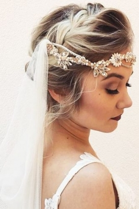 33 Wedding Hairstyles With Veil | Lifestylezz throughout Beautiful Wedding Hairstyles For Short Hair With Veil df9
